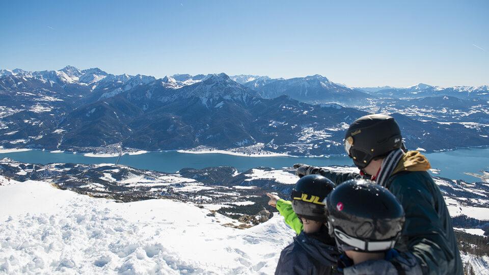 le lac de Serre-Ponçon vu d'en haut